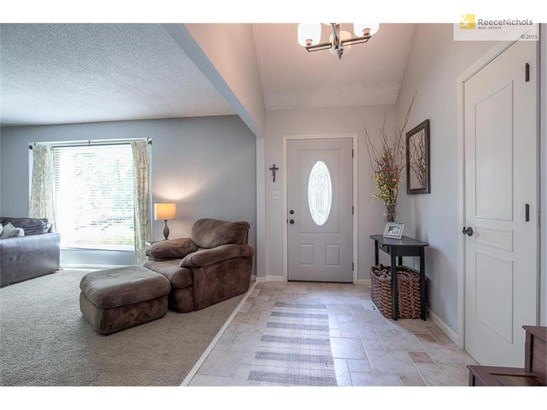 Tiled entry opens to spacious great room! (photo 3)