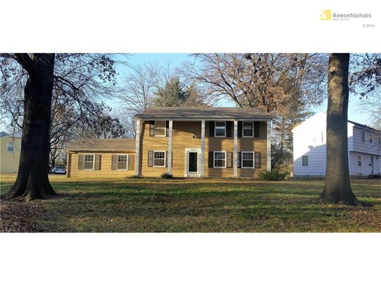 Great Curb Appeal on this large corner lot (photo 1)