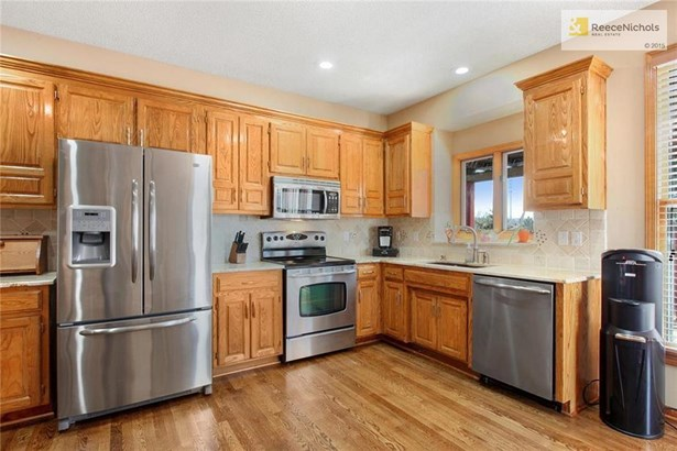 Newer updates include all stainless appliances, recently refinished hardwood floors (photo 5)