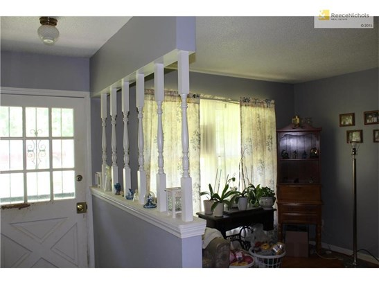 Front entry and formal dining room. (photo 2)
