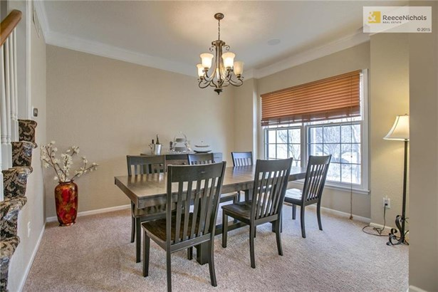 Formal dining room is perfect for entertaining. Fresh paint and new carpet, too! (photo 3)