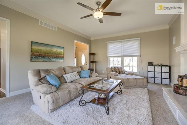 Great room features new carpet, fresh paint, and lots of light. (photo 5)