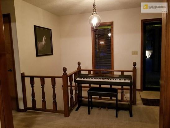 Large entry (photo 2)