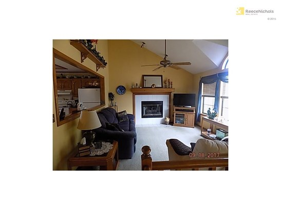 Gas start fireplace and vaulted ceiling in great room. (photo 3)