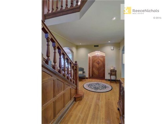 Elegant foyer and staircase (photo 3)