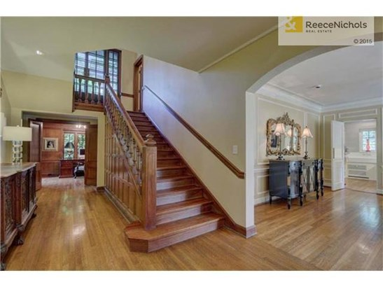Beautiful hardwood floors, high ceilings and paneling (photo 4)
