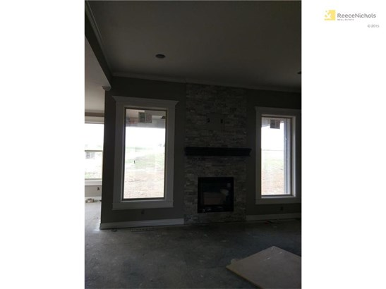 10.7.17 Great room fireplace (photo 4)