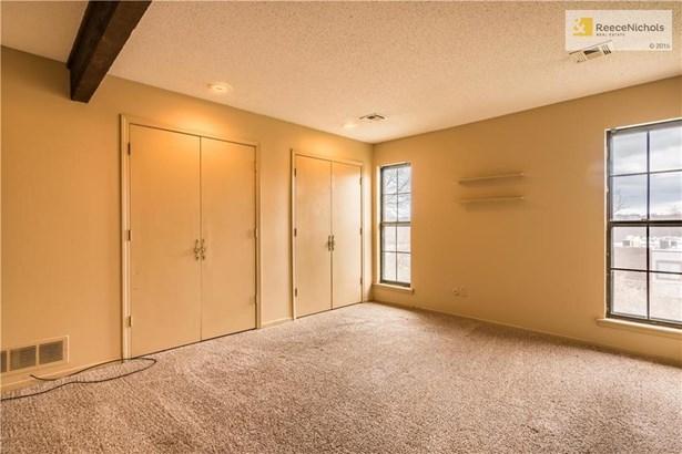 Dual closet doors in master bedroom! (photo 4)