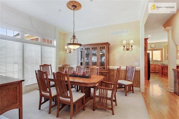 Formal dining room off the front entry, plenty of space for entertaining (photo 3)