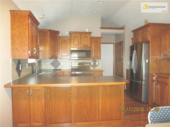 1209 Nw Honeylocust Court, Grain Valley, MO - USA (photo 5)