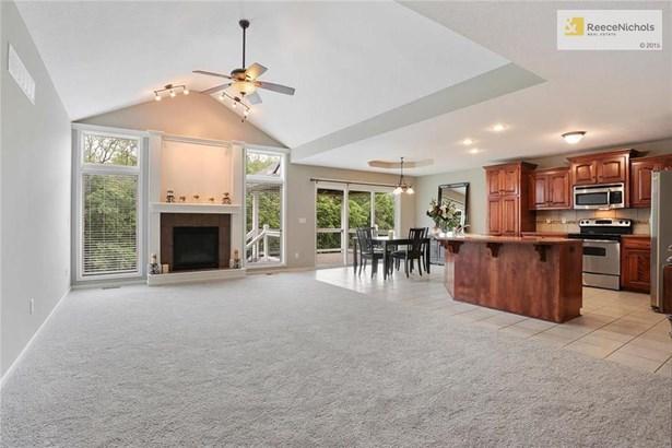 Bright, OPEN floor plan! (photo 1)