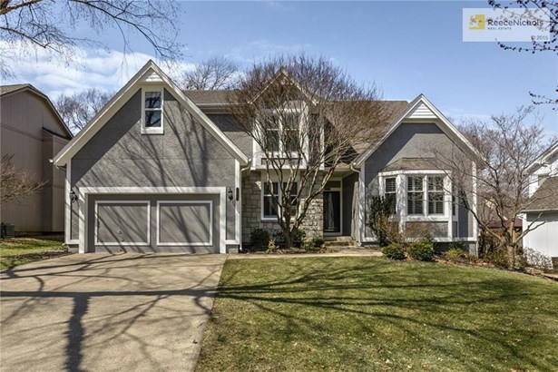 Desirable 1.5 Story in the Heart of Overland Park! (photo 1)