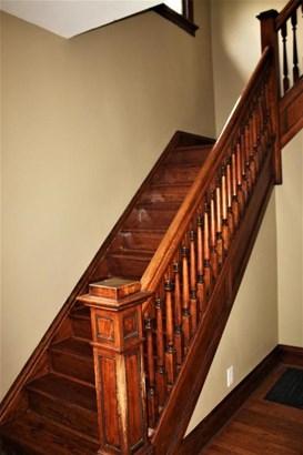 Beautiful staircase (photo 3)