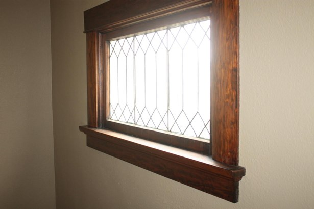 Leaded glass window (photo 4)