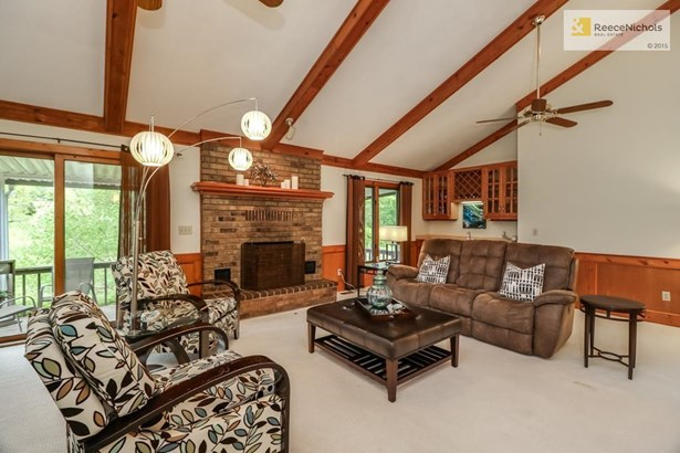 Spacious Great Room with vaulted ceiling, lots of sunlight & wet bar! (photo 3)