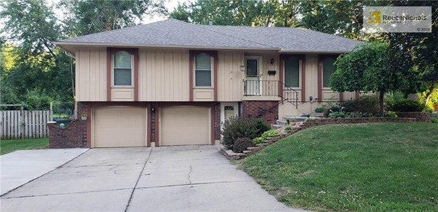 Spacious home with 2 living & eating areas on main level plus finished lower level with private entrance. (photo 1)