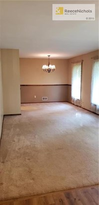 Formal living and dining area (photo 4)