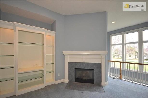 Gas log fireplace (photo 4)