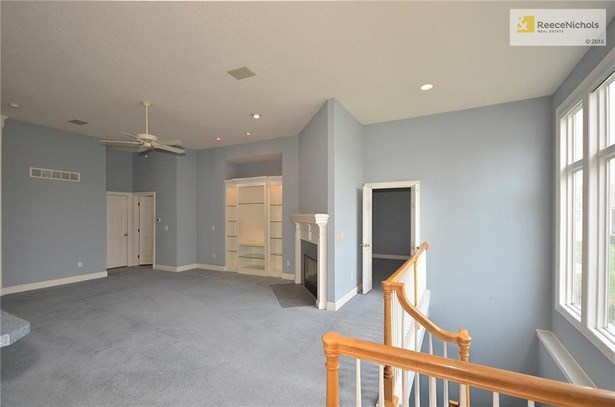 Home is wired throughout for sound, double doors lead into the master bedroom (photo 5)