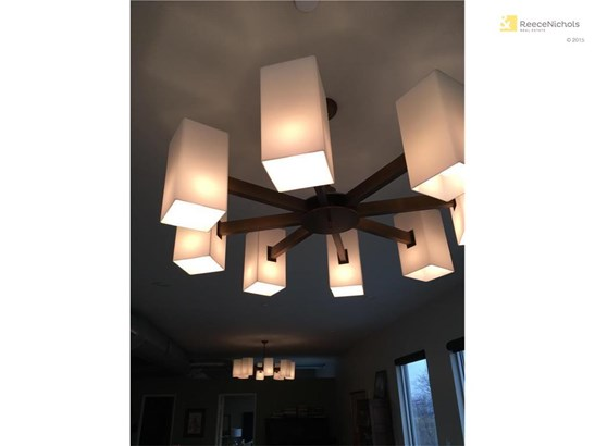 Mid-century Modern light fixtures to stay with the home! (photo 5)