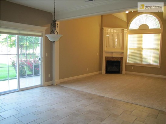 Great room has vaulted ceiling & cozy fireplace! (photo 2)