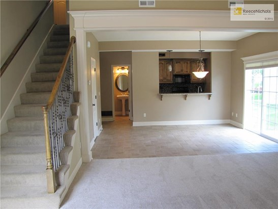 Great room open to dining area & kitchen! (photo 3)