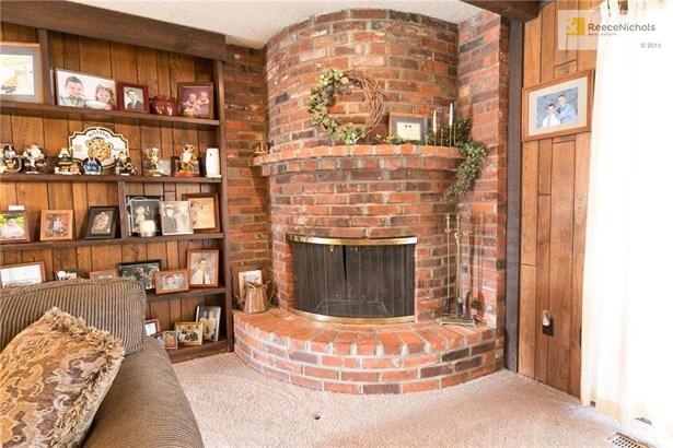 Corner brick fireplace (photo 5)