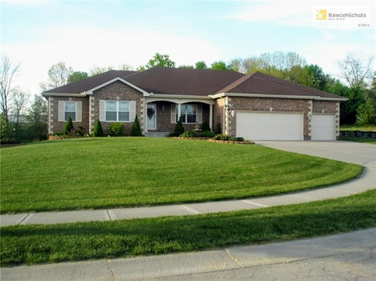 Large Brick Front Ranch on Half Acre Lot (photo 1)