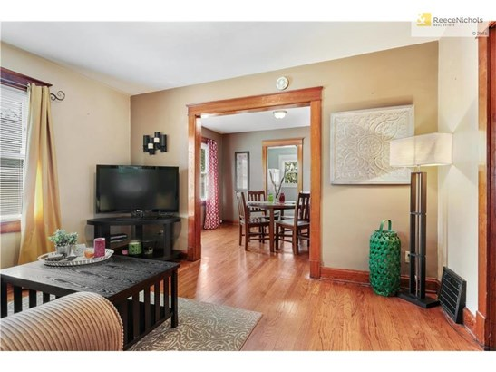 Great flow from living room, to dining room and kitchen (photo 5)
