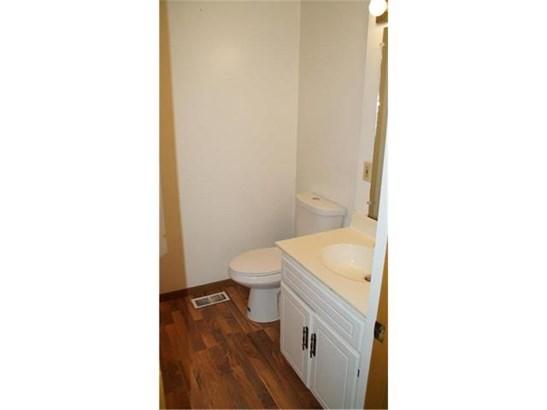 Main floor Bathroom (photo 5)