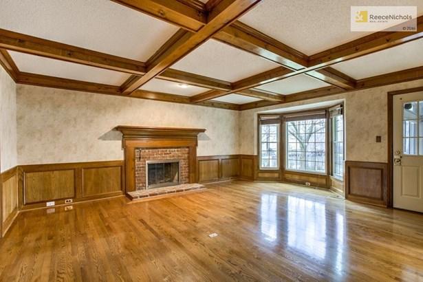 Lovely hardwoods floors showcase, wood burning fireplace, bay windows and easy access to  sunroom. (photo 3)