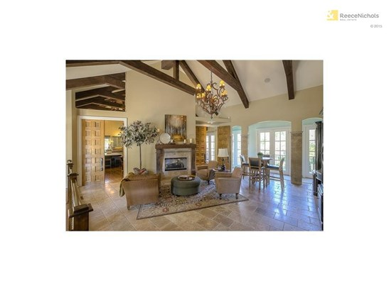 Great room entrance with vaulted ceilings and Travertine marble floors (photo 2)