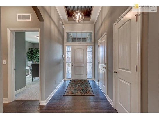 Entry - notice the ceiling finish! (photo 3)