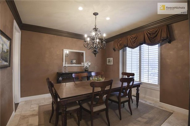 Dining Room includes custom drapery and tiled flooring. (photo 3)
