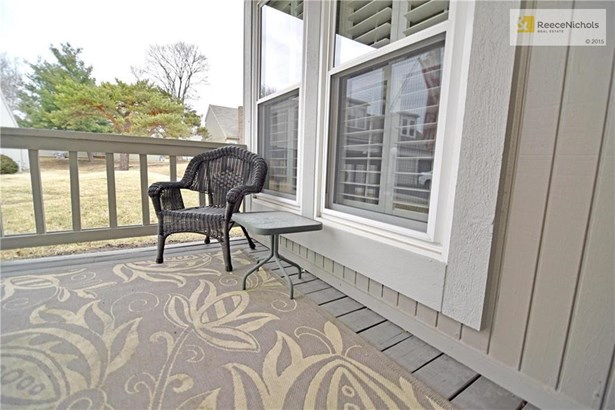 Neighborly front porch! (photo 2)