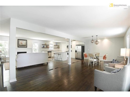 You will love this open floor plan concept with gleaming hardwoods! (photo 3)