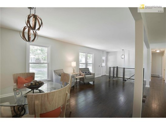 Dining area provides plenty of space to entertain family & friends. (photo 4)