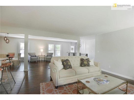 So much room for conversation areas with this open floorplan! (photo 5)