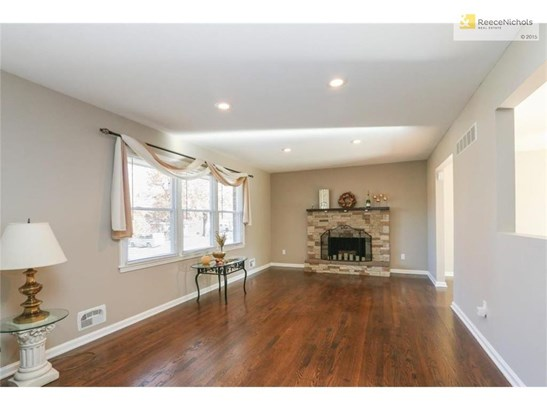 Gorgeous, move in ready! (photo 2)