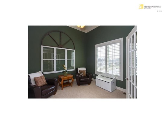 Office/den adjacent to foyer has vaulted ceiling and French doors. (photo 4)