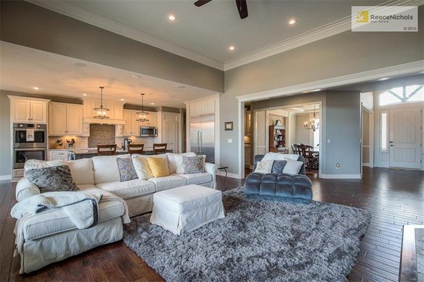 Kitchen opens to Great Room for easy entertaining or perfect for just hanging out. (photo 5)