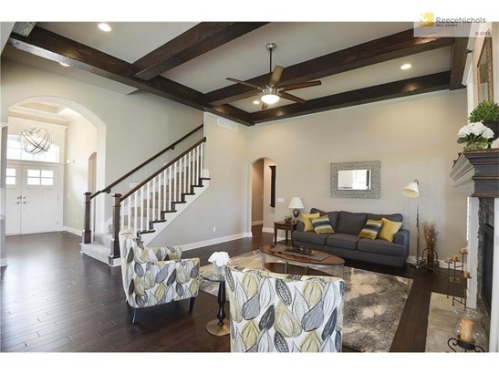 MAKE YOURSELF AT HOME IN THIS WARM INVITING MAIN FLOOR GREAT ROOM (photo 3)