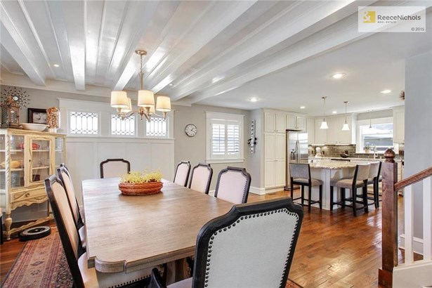 Perfect dining area is open to both living room and kitchen! Don't miss the beam ceiling and the original leaded windows! (photo 5)