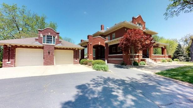 House and garage (photo 2)