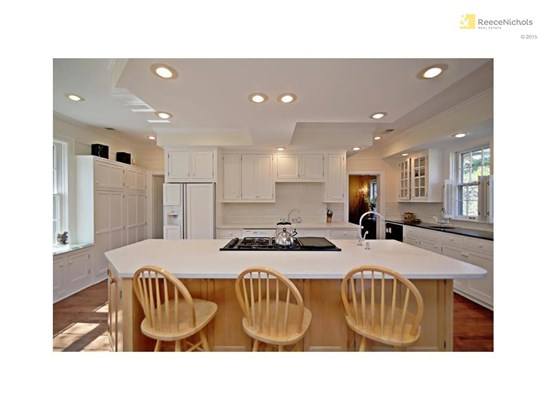 A wonderful kitchen for family living or throwing a party. There is room for everyone! (photo 5)