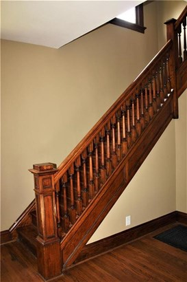 Pretty staircase (photo 3)