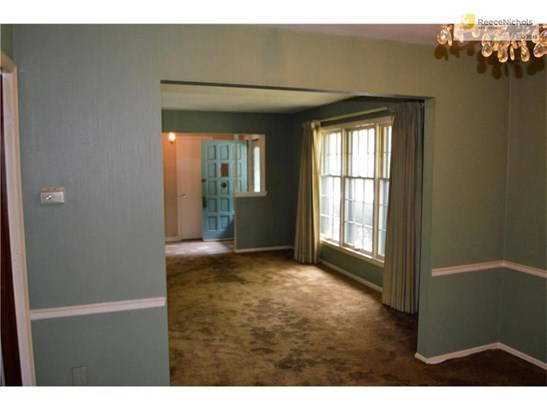 Formal dining room just off kitchen (photo 3)