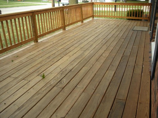 New deck on front of the house (photo 3)