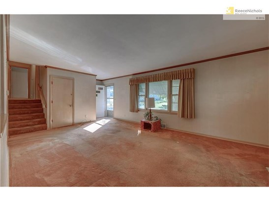 Large Family Room 20x13 (photo 2)