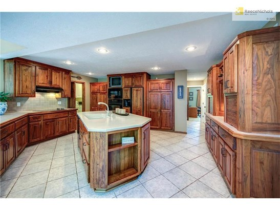 Large kitchen area, island, connects to laundry and full bathroom. (photo 5)